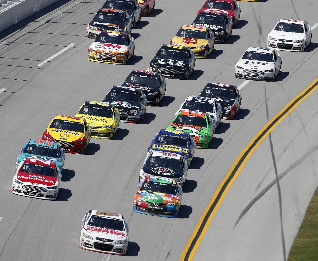 Dale Earnhardt Jr. (88) leads the pack during the NASCAR Aaron's 499 Sprint Cup series auto race at Talladega Superspeedway, Sunday, May 4, 2014, in Talladega, Ala. (AP Photo/John Bazemore)