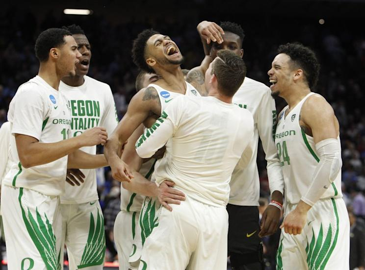 Tyler Dorsey caps dramatic OR  comeback with game-winning three