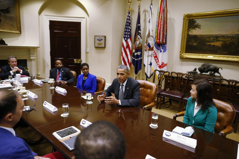 Obama talks with governors and business leaders