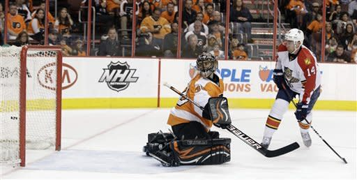 Clemmensen strong as Panthers top Flyers 2-1