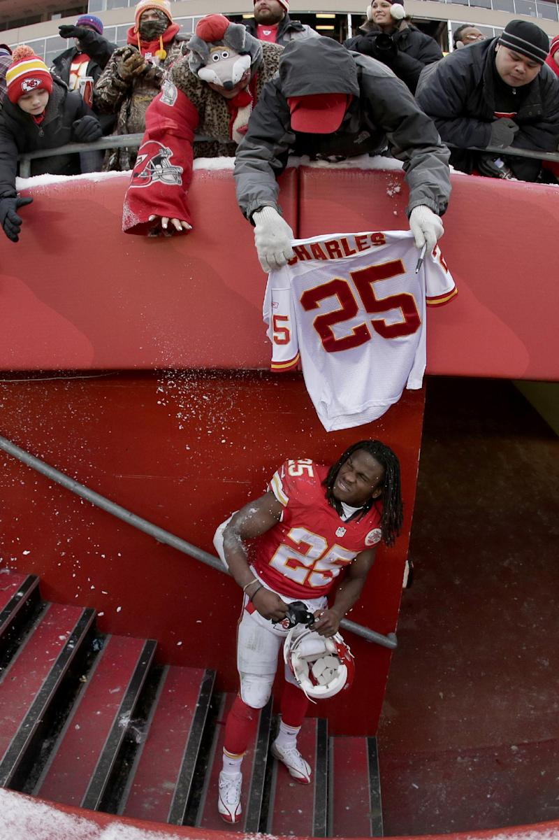 Chiefs go away from Charles in crunch time