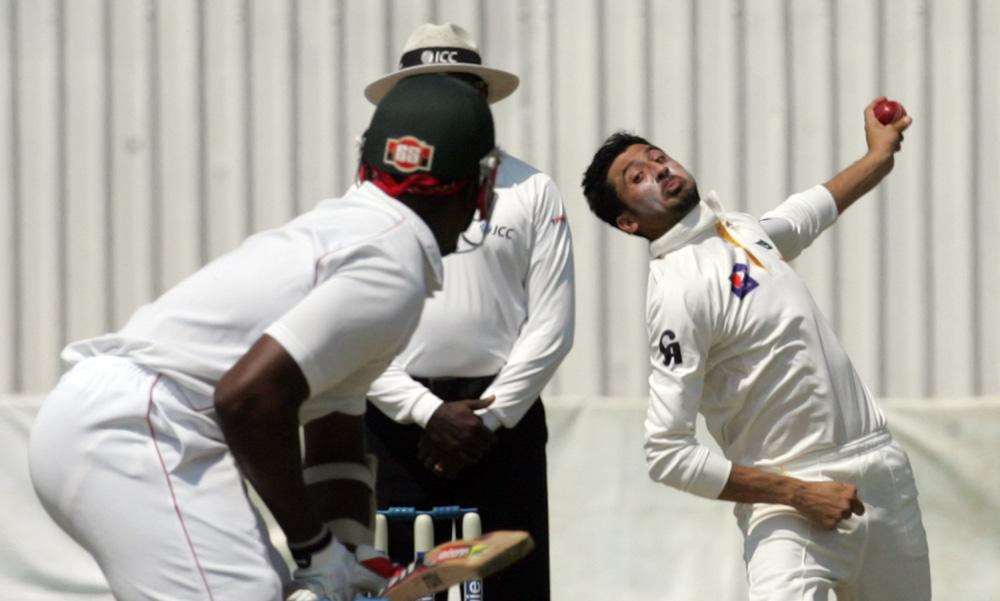 Pakistan bowler Junaid Khan is in action during the second day of the first test match between Pakistan and hosts Zimbabwe at the Harare Sports Club on September 4, 2013.AFP PHOTO / JEKESAI NJIKIZANA        (Photo credit should read JEKESAI NJIKIZANA/AFP/Getty Images)