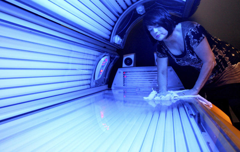 Government warns against indoor tanning for minors