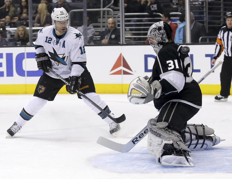 Martin Jones leads LA Kings past Sharks 4-1
