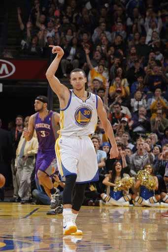 Curry helps Warriors to a 113-93 win over Suns