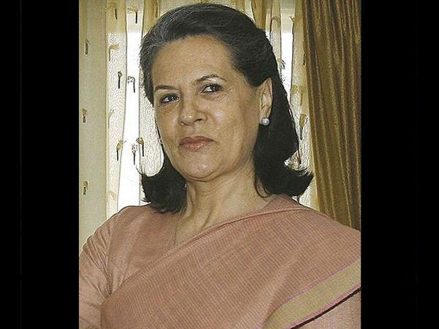 <h4>2. Sonia Gandhi</h4> <p>Congress president and the most powerful woman in the country Sonia Gandhi is grace personified. Her thin-bordered saris compliment her so very well.</p>