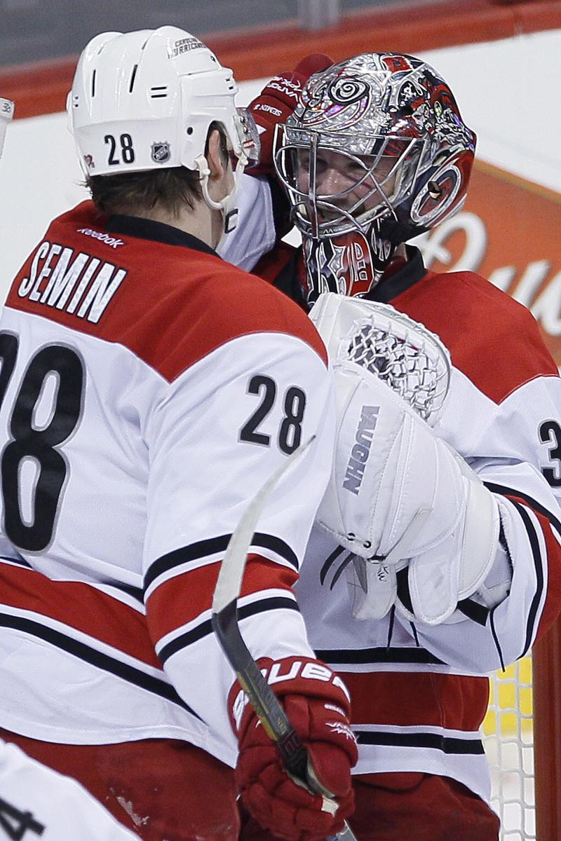 Hurricanes score 3 times in 2nd to top Jets 3-2