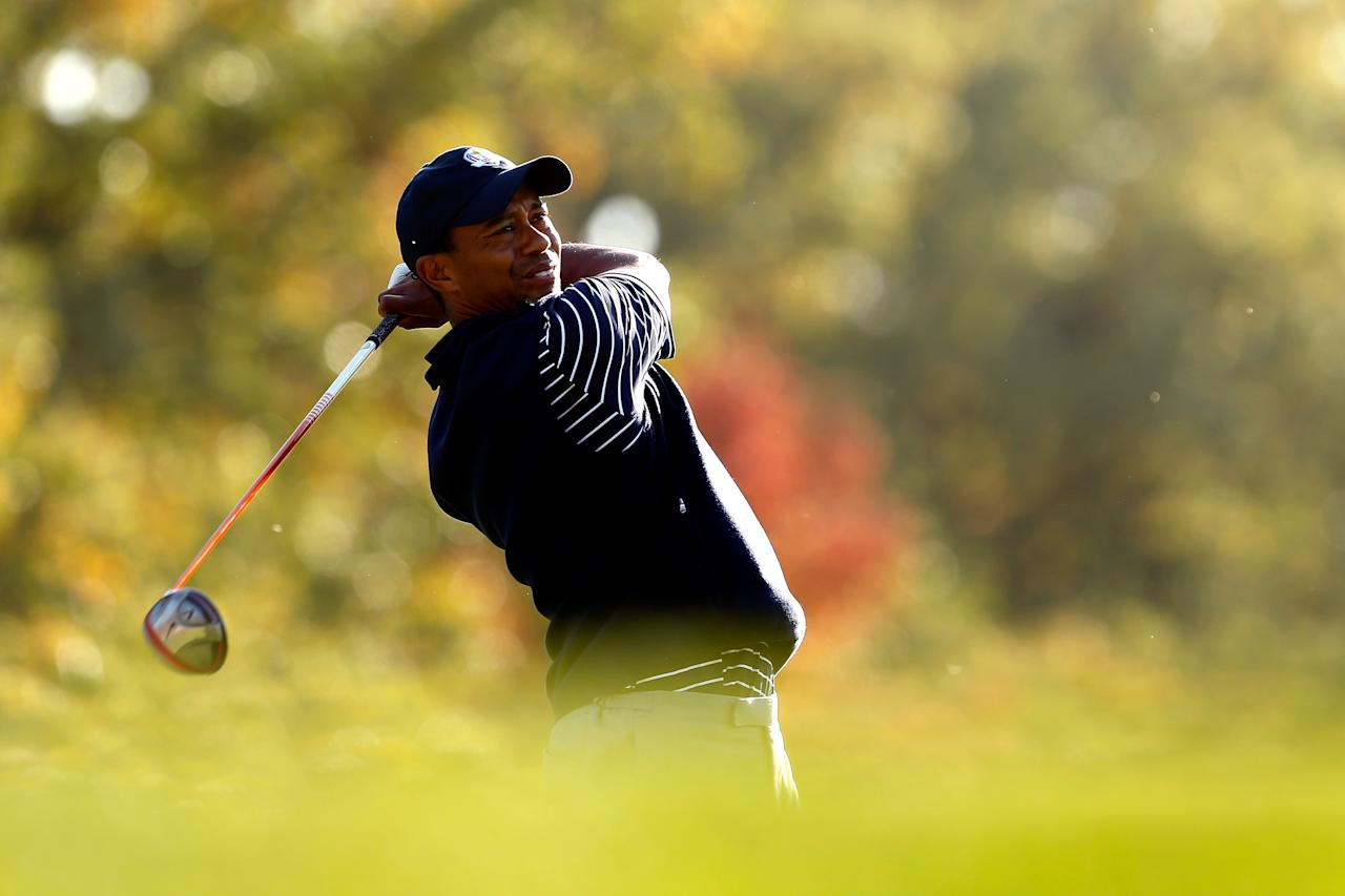 MEDINAH, IL - SEPTEMBER 29:  Tiger Woods of the USA hits a tee shot during day two of the Afternoon Four-Ball Matches for The 39th Ryder Cup at Medinah Country Club on September 29, 2012 in Medinah, Illinois.  (Photo by Jamie Squire/Getty Images)