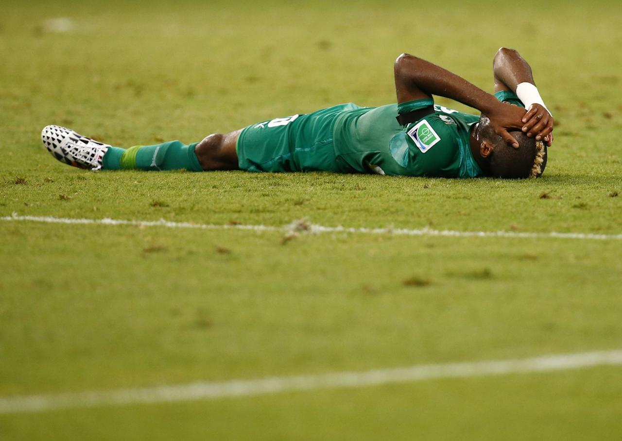 Ivory Coast's Geoffroy Serey Die reacts to a penalty conceded by teammate Giovanni Sio (not pictured) during their 2014 World Cup Group C soccer match against Greece at the Castelao arena in Fortaleza June 24, 2014. REUTERS/Paul Hanna (BRAZIL - Tags: SOCCER SPORT WORLD CUP)