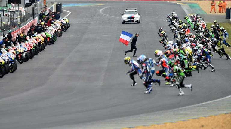 Riders run to their bikes at the start of the 24 Hours Le Mans motorcycle endurance race in Le Mans, western France (AFP Photo/JEAN-FRANCOIS MONIER             )