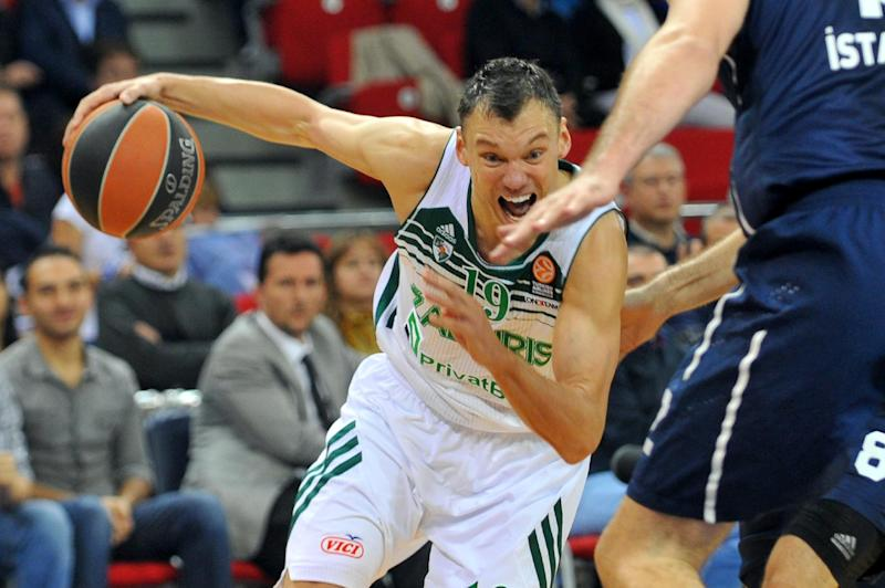 Sarunas Jasikevicius (L) runs with the ball during a Euroleague group B basketball match on November 7, 2013 at the Abdi Ipekci Arena in Istanbul