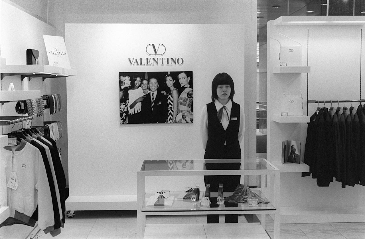 A Chinese saleswoman waits at her Valentino counter in a Beijing Department Store, in October 1999.       AFP PHOTO MAXIMILIEN LAMY