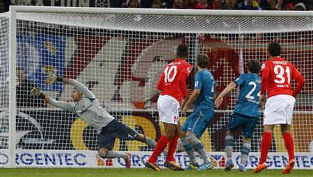 FSV Mainz 05's Erik-Maxim Choupo Moting scores his team's last minute winning goal against Eintracht Frankfurt during their German first division Bundesliga soccer match in Mainz