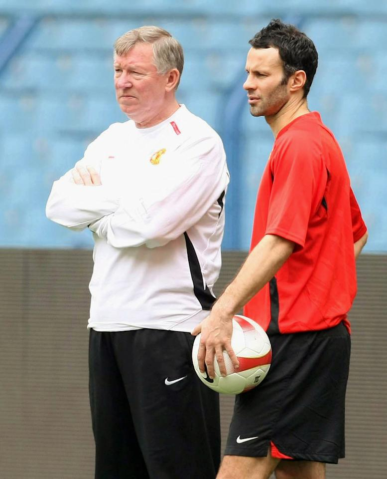 RIYADH, SAUDI ARABIA - JANUARY 23: Sir Alex Ferguson and Ryan Giggs of Manchester United take part in a First Team Training Session at King Fahd Stadium on January 23 2008, in Riyadh, Saudi Arabia. (Photo by Matthew Peters/Manchester United via Getty Images)