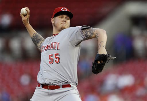 Latos outduels Wainwright as Reds top Cardinals
