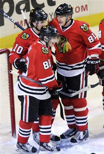 Blackhawks rally to beat Rangers 4-3