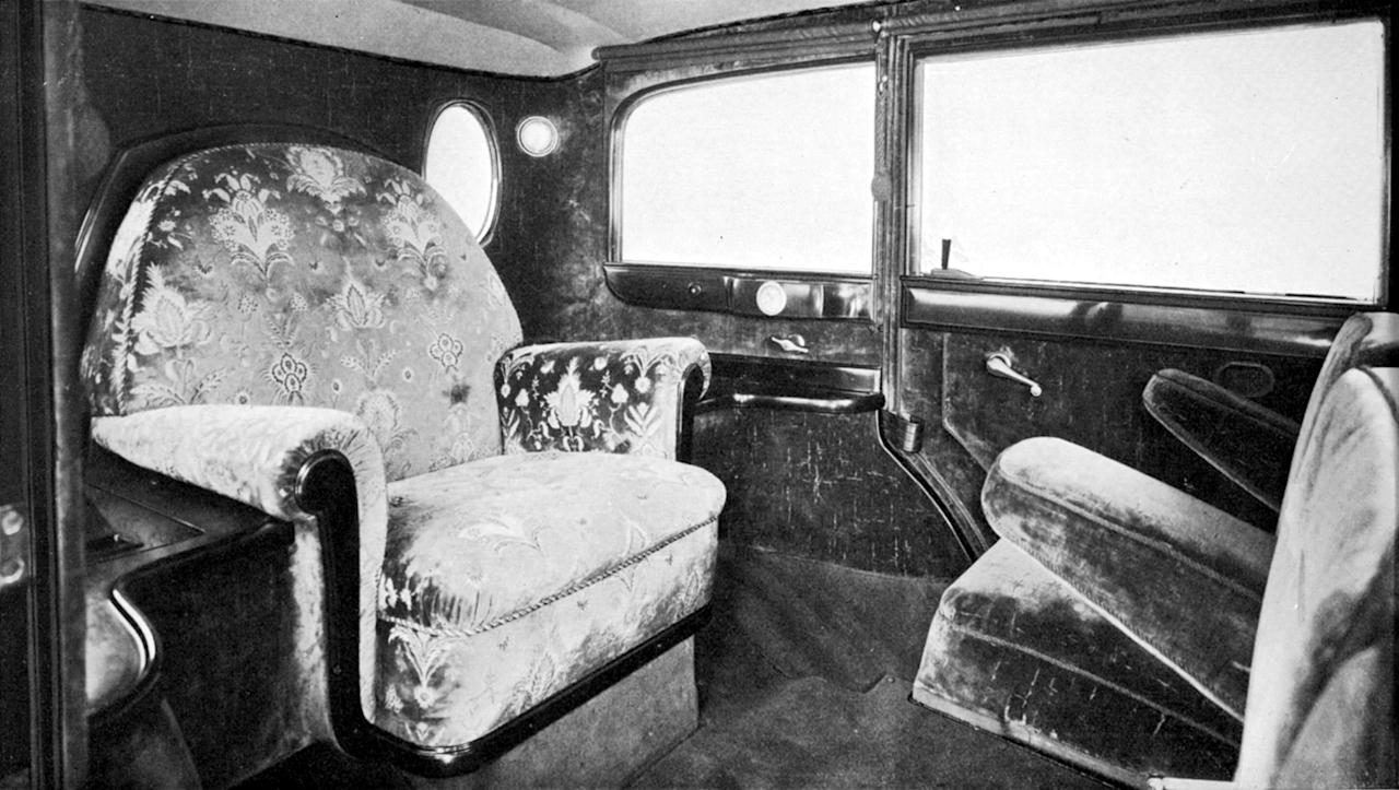 Mobile throne-chair: The interior of the popemobile had been fitted with, among other things, parament embroidery.