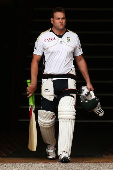 SYDNEY, AUSTRALIA - NOVEMBER 01:  Jacques Kallis arrives at a South African Proteas nets session at Sydney Cricket Ground on November 1, 2012 in Sydney, Australia.  (Photo by Brendon Thorne/Getty Images)