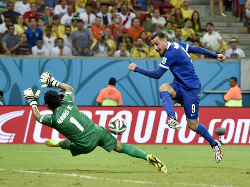 Costa Rica hangs on to beat Greece in shootout
