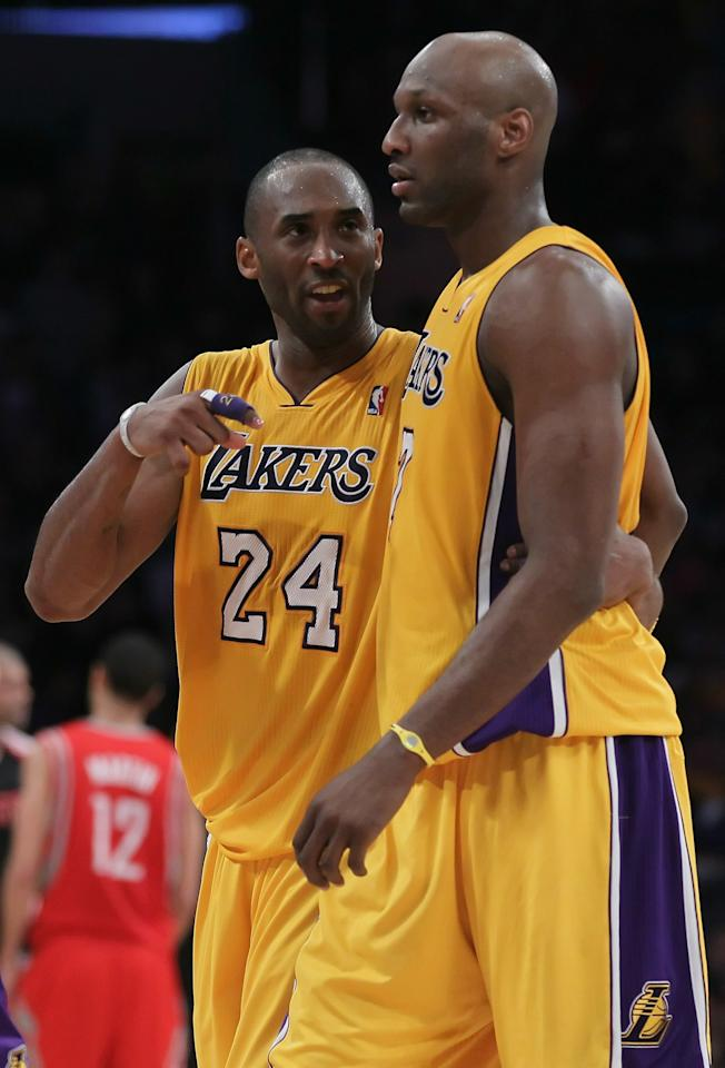 LOS ANGELES, CA - FEBRUARY 01:  Kobe Bryant #24 talks with Lamar Odom #7 of the Los Angeles Lakers against the Houston Rockets in the second half at Staples Center on February 1, 2011 in Los Angeles, California. The Lakers defeated the Rockets 114-106. NOTE TO USER: User expressly acknowledges and agrees that, by downloading and or using this photograph, User is consenting to the terms and conditions of the Getty Images License Agreement.  (Photo by Jeff Gross/Getty Images)
