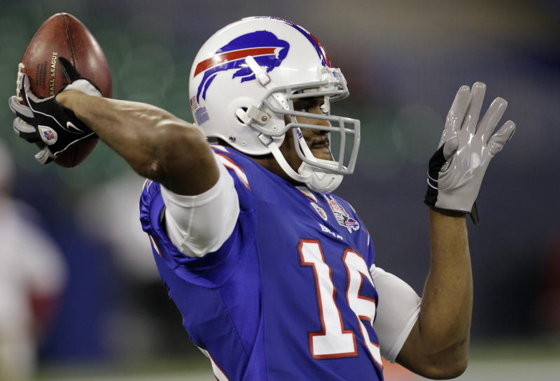 Bills WR/QB Smith goes from wildcat to catwalk