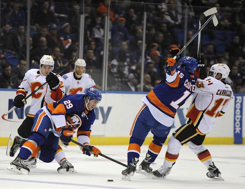 Jones scores late, helps Flames beat Islanders