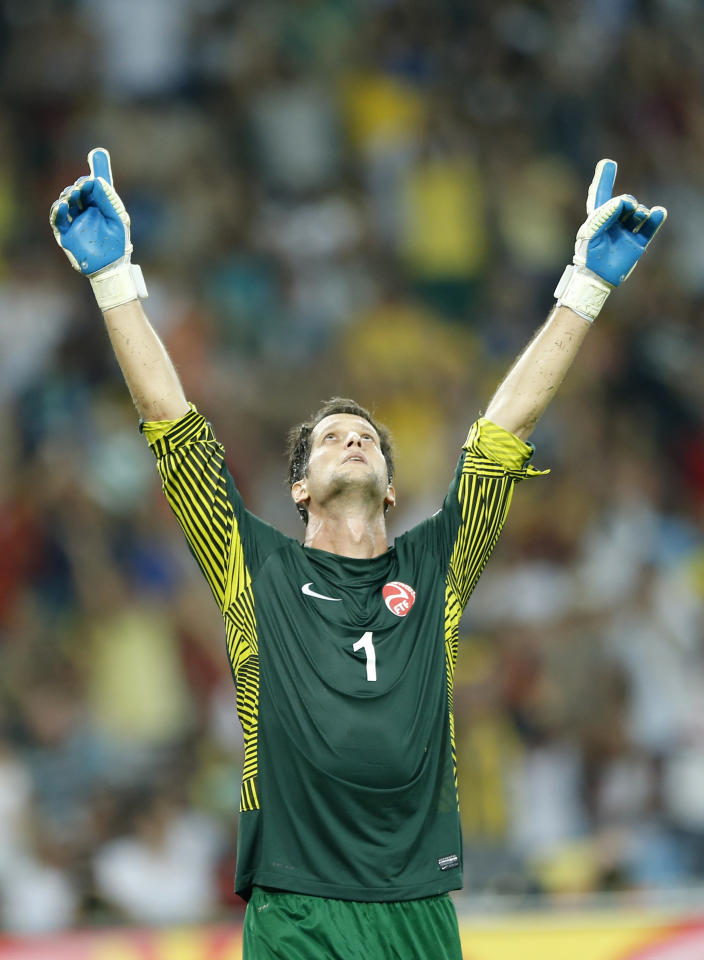 Tahiti's Mikael Roche reacts after Spain's Fernando Torres, unseen, failed to score from the penalty spot during the soccer Confederations Cup group B match between Spain and Tahiti at Maracana stadium in Rio de Janeiro, Brazil, Thursday, June 20, 2013. (AP Photo/Victor R. Caivano)