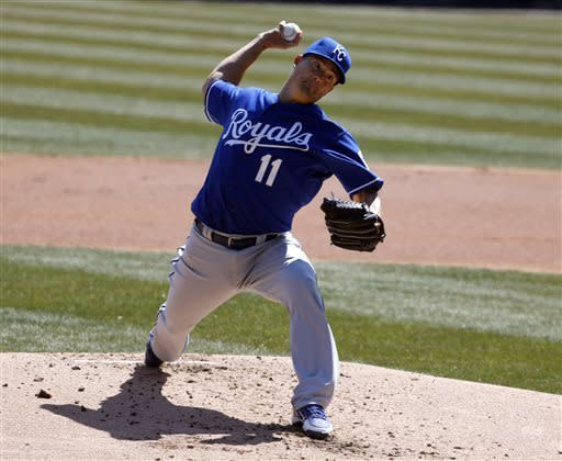 Jeremy Guthrie helps Royals win first of year