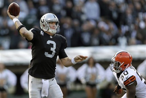 Browns snap road skid with 20-17 win over Raiders