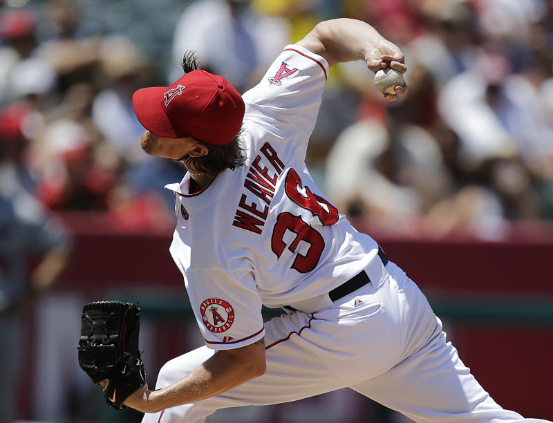 Weaver gives up 2 hits and Angels beat Twins 1-0
