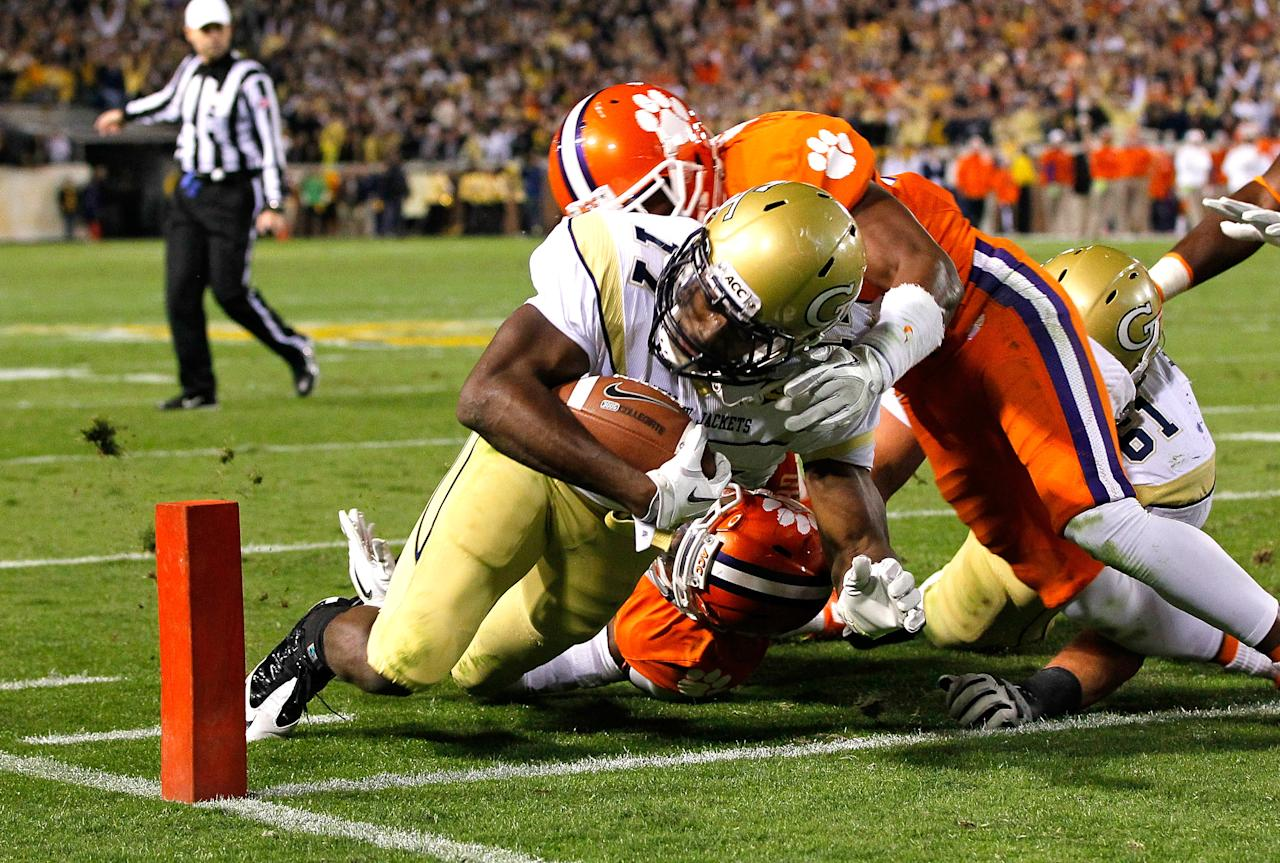 ATLANTA, GA - OCTOBER 29:  Orwin Smith #17 of the Georgia Tech Yellow Jackets scores a touchdown against Xavier Brewer #29 of the Clemson Tigers at Bobby Dodd Stadium on October 29, 2011 in Atlanta, Georgia.  (Photo by Kevin C. Cox/Getty Images)