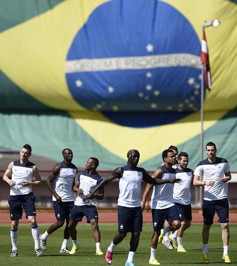 France's players run during a training session in Brasilia on June 25, 2014, on the eve of their FIFA 2014 World Cup Round of 16 football match against Nigeria