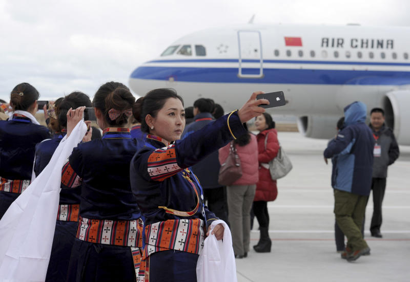 China opens world's highest civilian airport