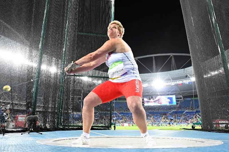 Olympics-Athletics-Wlodarczyk shatters world record for hammer gold