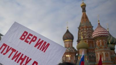 Russians Rally to Absorb Crimea, Others Resist