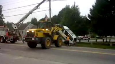 Uncut: Bulldozer Used To Remove Car From Telephone Pole