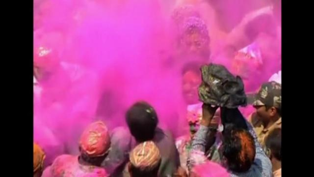 India celebrates colorful Holi festival