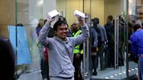 Meet the first person to buy the new iPhone 5s in stores