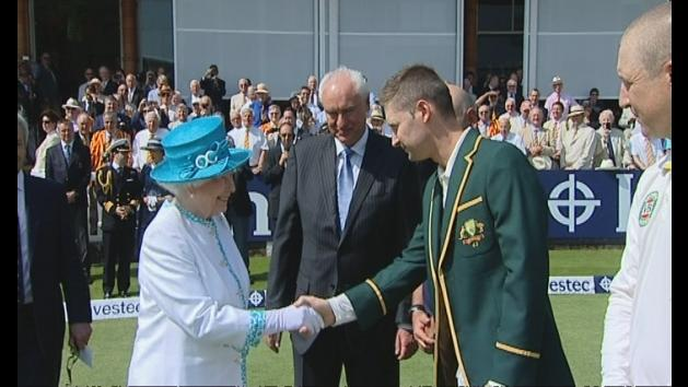 Queen meets cricket teams at Lord's before Second Ashes Test