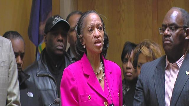 Detroit police hold news conference on officer shooting
