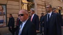 Kerry becomes tourist in Rome's historic center