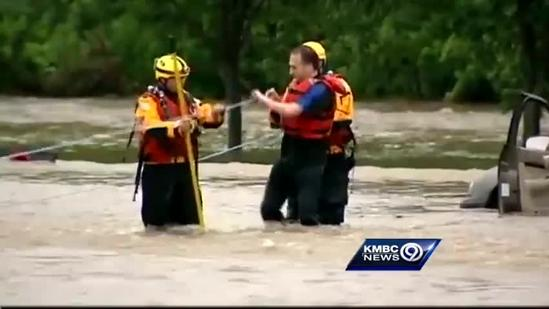 Flash flooding leaves drivers stranded in high water