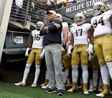 Notre Dame AD: Brian Kelly 'will lead this team out of the tunnel' in 2017