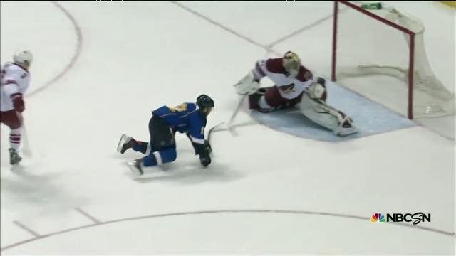 Mike Smith shows Roy his catching glove