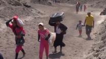 Iraqi Yazidis flee violence, cross into Turkey