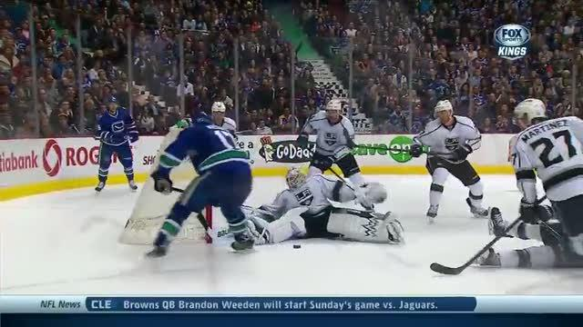 Scrivens denies the Canucks four times late