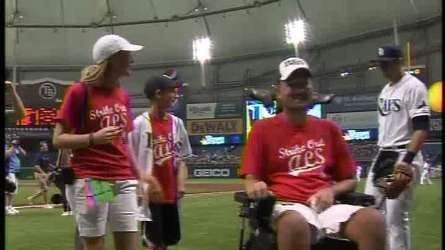 ALS victim proposes marriage at Rays game on Lou Gehrig day