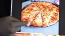 Chuck E. Cheese's asegura que no vende pizzas con las porciones que sobran