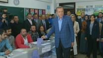 Turkish leaders cast their vote in local elections