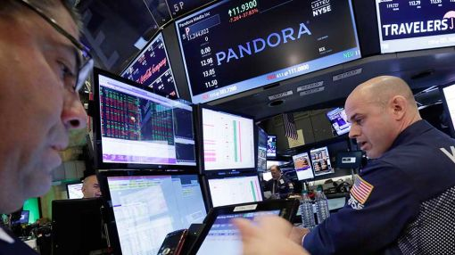 Stocks Red But On Track For Weekly Gains; Intel, UnitedHealth Lead Dow